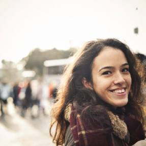 10 ways to tell that a girl likes you