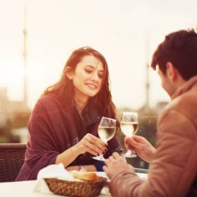 Dating & Dining: Essential First Date Tips