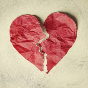 What are the signs of a broken heart?