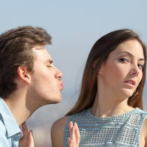 The Pickup Lines You Need To Avoid At All Costs