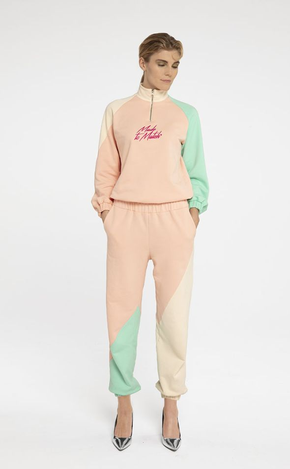 SEO_Pictures_Seezona_tracksuit_Girl.jpg