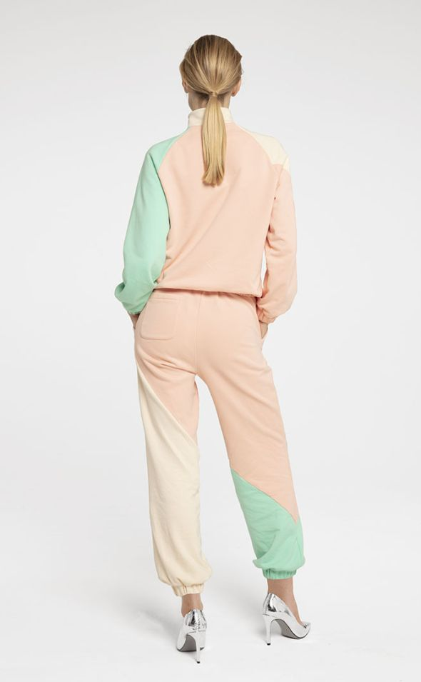 SEO_Pictures_Seezona_tracksuit_Girl_1.jpg
